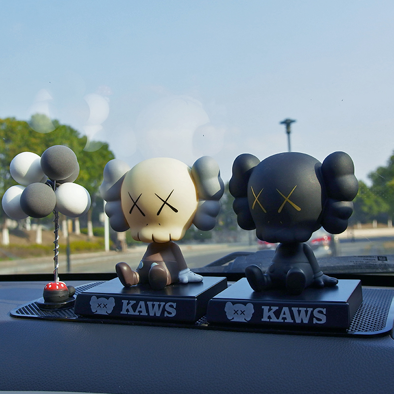 Car swing KAWS Cowes net red trend doll shake head personality cute creative car interior decoration supplies