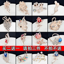 Korean version of the trend brooch pearl with drill female brooch retro pin decorations accessories Japanese and Korean buckle needle crystal chest buckle