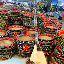 Xinjiang twelve mother Kamu troupe dedicated musical instruments 1 meter 45CM marble hand-made