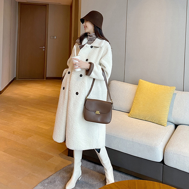Touch Miss pregnant woman winter dress temperament flip-collar medium long version lamb hairy art pie hundred with stylish single-row button-down coat