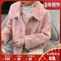 Large button particles sheep shearling coat female short 2019 new Korean version of the fur one lambs fur coat