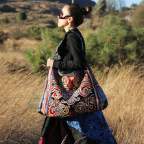 Cloud decoration totem original design womens bag hand-embroidered old embroidered strong double-sided can back one-shoulder tilt across the stray bag bag