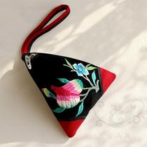 National Wind Embroidery wallet She embroidery abroad to study gifts Jiapin characteristics dragon Boat Festival dumplings Embroidery small handbag