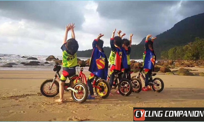 Double-deck CYCLINGCOMPANION-style children's balanced bicycle riding Cloak