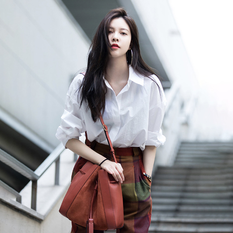 White shirt women loose lazy casual blouse long sleeve cotton shirt women design sense niche spring and autumn stacked wear