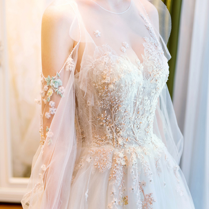 Light wedding dress 2020 new bride's slim long sleeve winter tailing super fairy dream simple dress