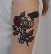 BYZHENZI hazelnuts are hand-painted rose pistol tattoo stickers