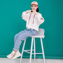 Girls spring suit 2020 new childrens clothing womens Western sweater pants spring and autumn Big Child girl jeans 15 years old