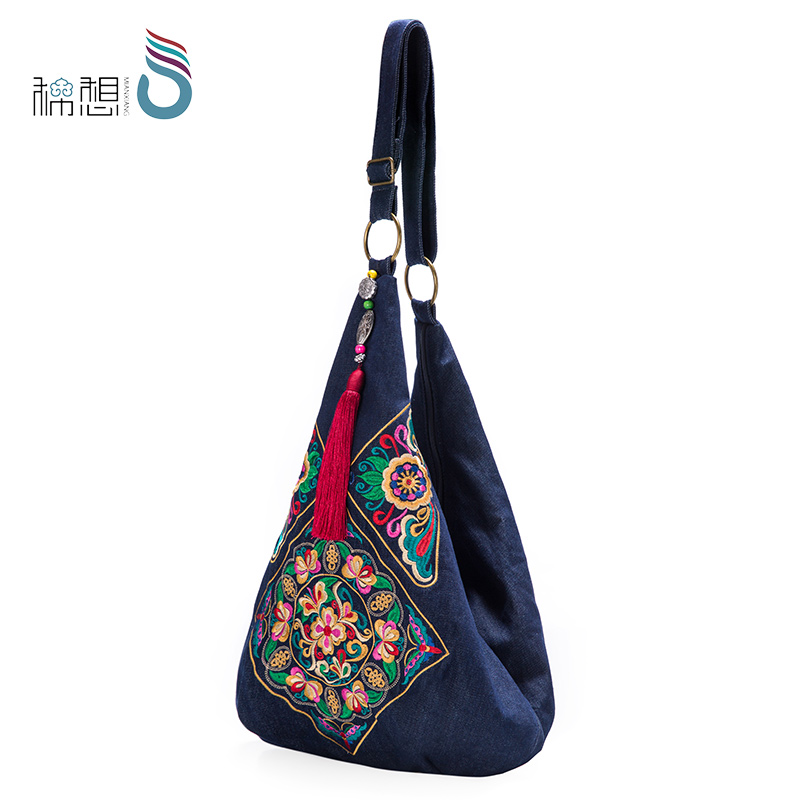 Embroidered bag female national wind 2018 new large capacity lazy wind canvas bag shoulder retro messenger embroidery bag