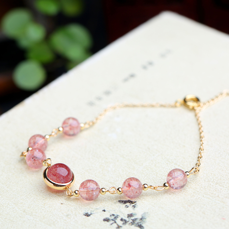 Mikas natural strawberry crystal is full of star original bracelets
