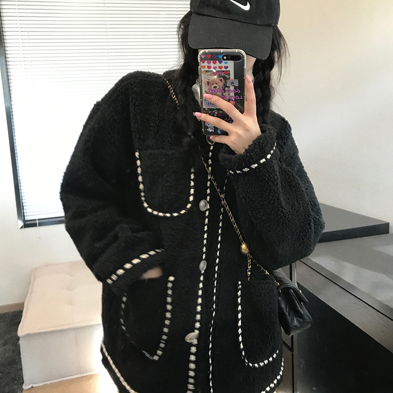 Wang girls shop small incense lamb hair jacket 2020 winter clothing net red wind plus thick burst French name