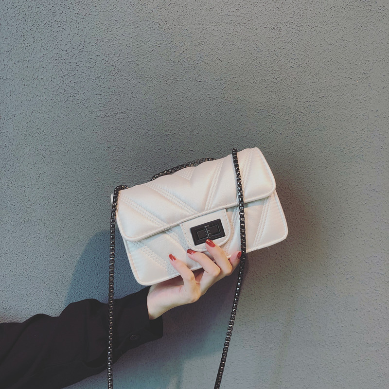 Ins bag female 2018 new wave Korean version of the port wind retro slung small square bag girl small bag chic chain