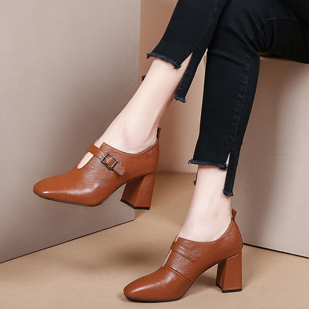 2018 autumn and winter new deep mouth single shoes square head thick with leather women's shoes fashion high heels buckle casual small shoes
