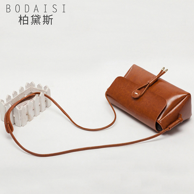 Bag female 2018 new leather handbag summer bag shoulder diagonal simple small square bag retro Messenger bag female