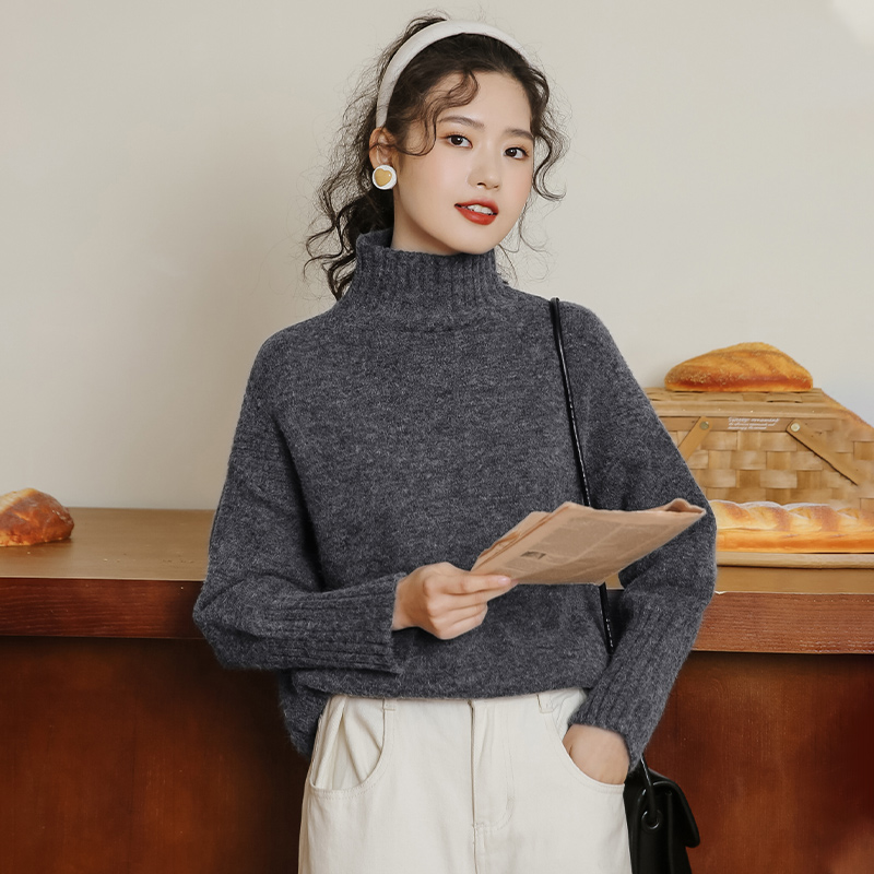 The new loose-fitting thickened sweater for the autumn winter 2020 schoolgirl has a high-necked knitwear wave