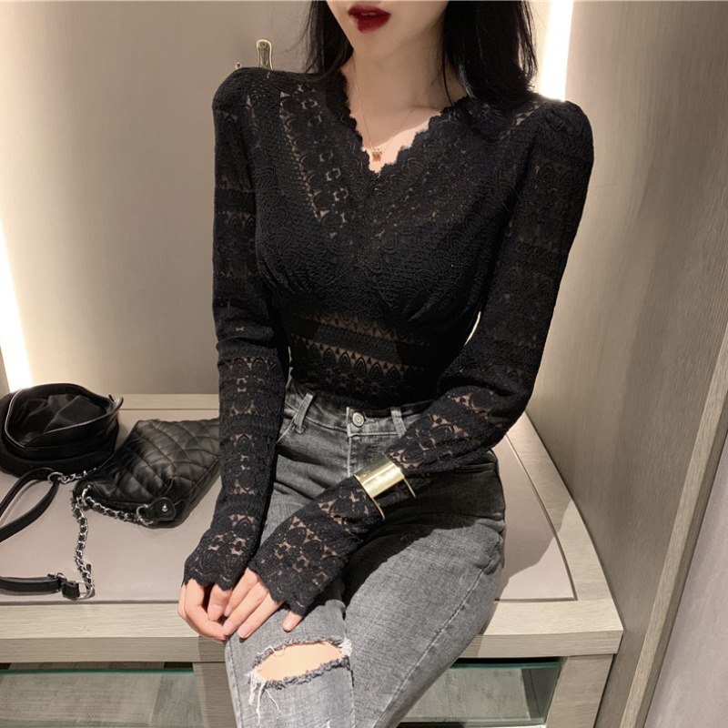Undershirt lace shirt female autumn winter 2020 new Korean version of the net red sexy inner matching foreign pie hollow V-neck top