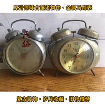 Nostalgic little alarm clock during the Cultural Revolution old hair strip metal horseshoe watch 7080s old object decorative ornaments