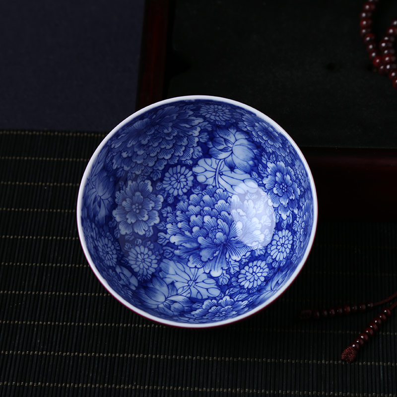 Jingdezhen ceramics hand-painted blue and white flowers color glaze rouge red masters 茗 tea cup kung fu tea set single cup
