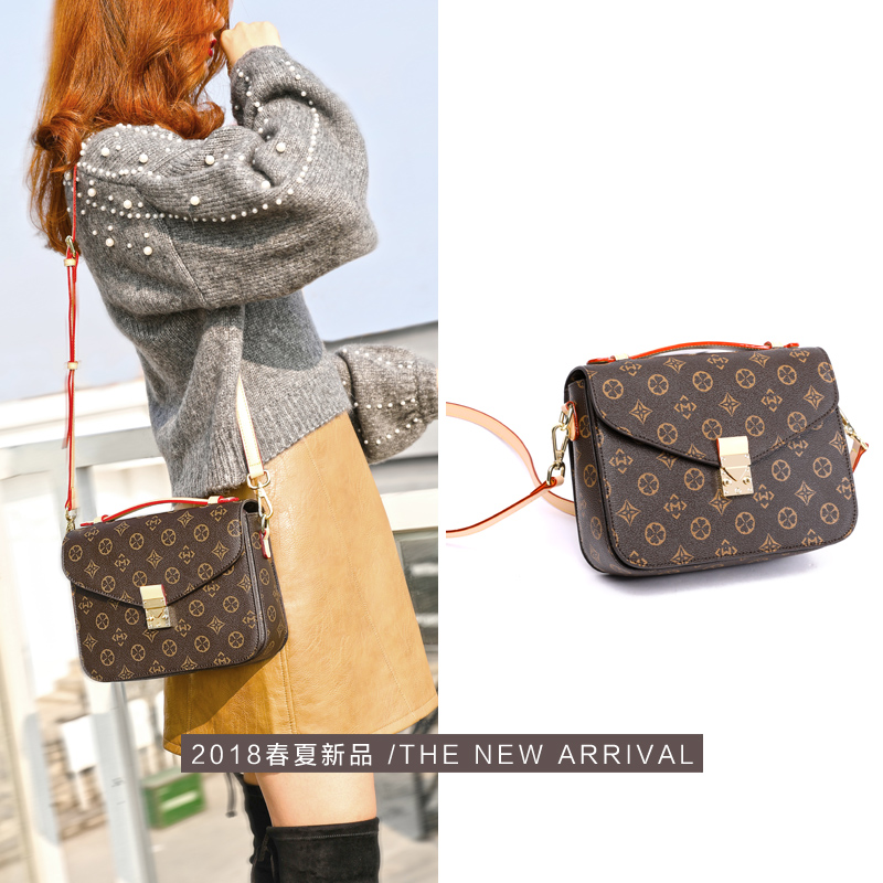 Retro Bag Girl 2019 New Autumn ins Bag Fashion Net Hongbai Hand-held Slant Bag Single Shoulder Bag