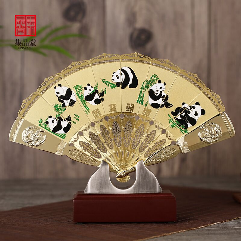 Small gifts commemorating Chinese style craftsmanship for foreigners, Beijing Opera Facebook, Sichuan Panda Golden Fan