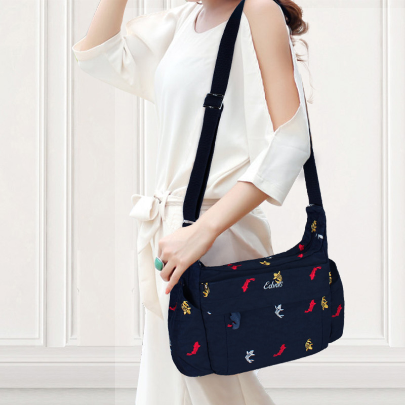 Crossbody female 2018 new wave Korean canvas shoulder bag casual wild embroidery bag simple diagonal small bag