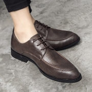 Autumn business casual shoes men pointy black dress youth British retro shoes in Korean men's shoes.