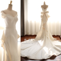The fishtail was thin Satin slotted shoulder Ruched zipper wedding dress